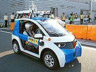 「自動運転EVコミューター」のフロントクオータービュー