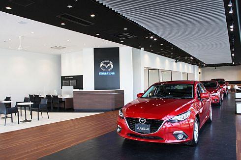 魂動デザインの車両を際立たせる「新世代店舗」