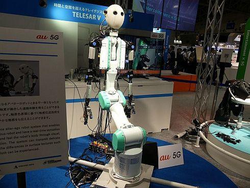 「TELESAR V」のアバターロボット