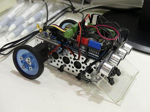 マイコンカーに「AIアクセラレータ」を搭載した例