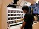 プロジェクターで作業指示、生産性を1.5倍にする組み立て屋台
