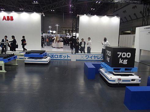 障害物を避けながら700kgの重量物を搬送する「AI搬送ロボット」