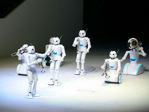 2005年の愛知万博で披露されたロボット。これが第1世代だった