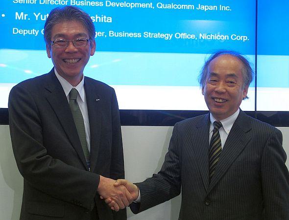 会見に登壇したニチコンの杉下豊氏(左)とクアルコム ジャパンの小沢幸雄氏(右)