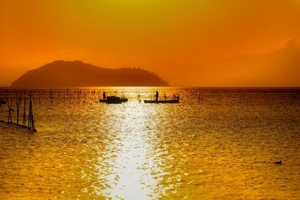 琵琶湖・竹生島の朝焼け