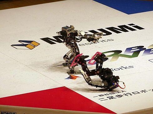 「第3回ROBO-ONE auto」の決勝戦。攻撃がきれいに決まった