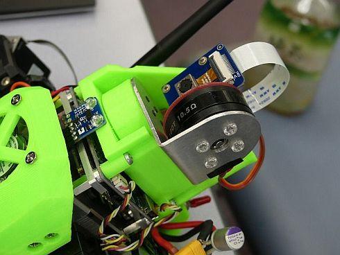 前回はまだ光学カメラを搭載したロボットもいたのだが……