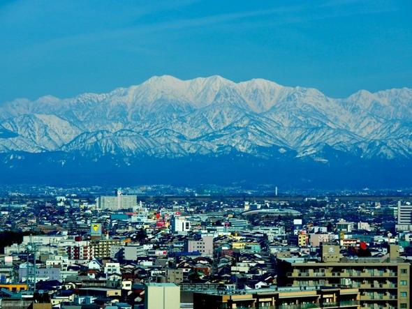 3000メートル級の山々が連なる「立山連峰」