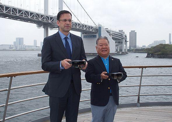 日本マイクロソフト 社長の平野拓也氏(左)とJRCS 社長の近藤高一郎氏(右)