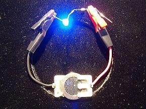 コイン型リチウム空気電池でLEDを点灯