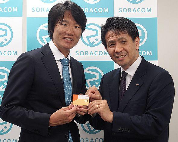 ソラコムの玉川憲氏(左)とKDDIの原田圭悟氏(右)