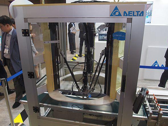 「ASDA-MS」で制御するガントリーアーム型のパラレルリンクロボット