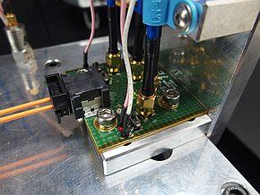 10Gbps車載データリンクシステムを接続した基板