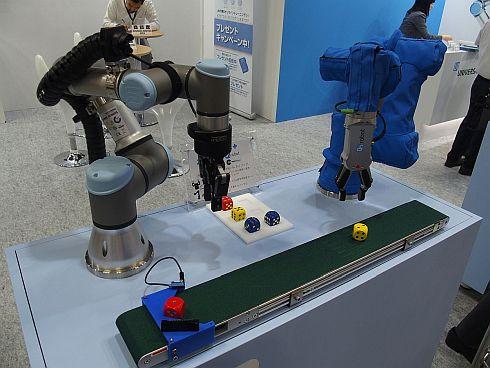 2台の協働ロボットとベルトコンベヤーを使ってサイコロをピック&プレースするデモ