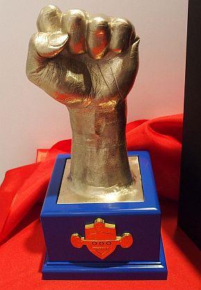 キャステムが商品化したマニー・パッキャオ氏の左拳の金属手型