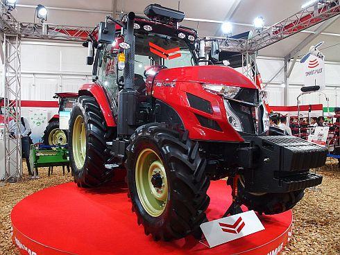 113馬力のトラクター「YT5113A」のロボットトラクター仕様