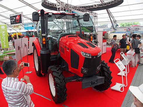 三菱マヒンドラ農機が展示した自動運転トラクター