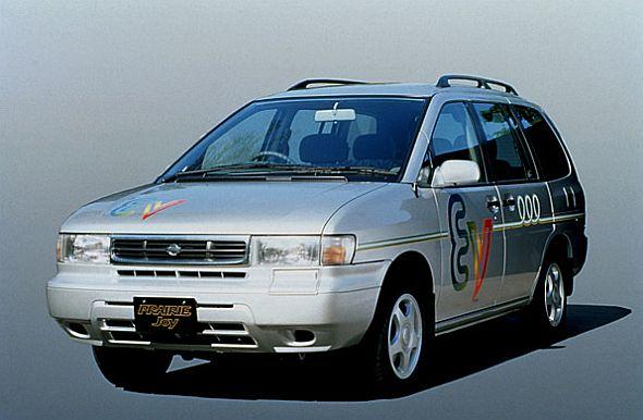 初めてリチウムイオン電池を採用した日産自動車のEV「プレーリージョイEV」