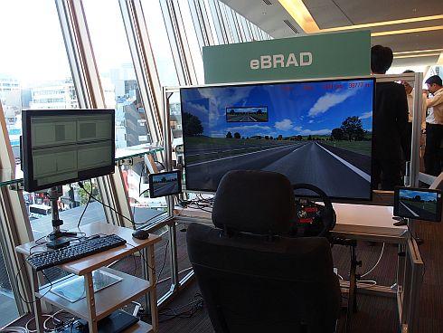 「eSOL Technology Forum 2018」で披露された「eBRAD」で生成したAIによる自動運転のデモ