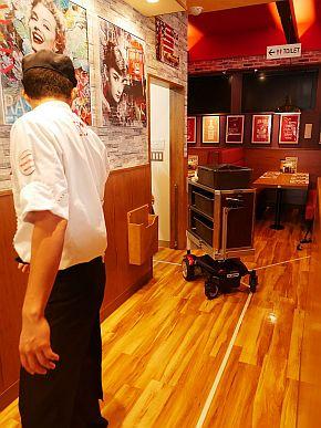 檀渓通店におけるロボット活用の様子