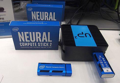 岡谷エレクトロニクスが展示した「Intel Neural Compute Stick 2」