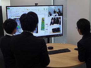 ビデオ会議で大阪のスタッフと打ち合わせ