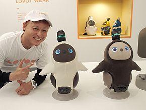 「LOVOT」とデザインを担当したznug designの根津孝太氏