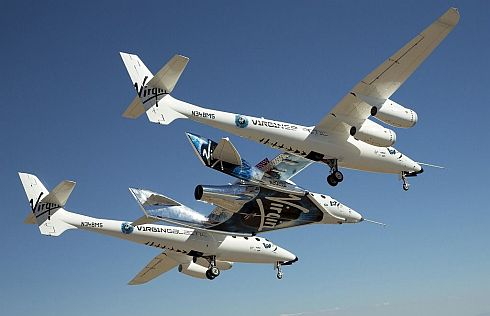 「SpaceShipTwo」とその母船「VMS Eve」