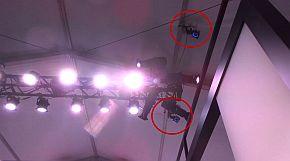天井に設置されたカメラとセンサー