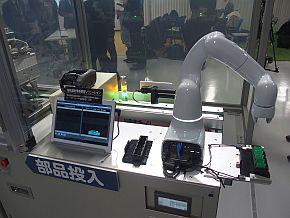 NEC DX Factoryコンセプトラインの「部品投入」