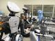 化粧品製造ラインで広がる人とロボットの協力の輪、資生堂の場合