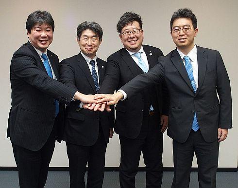 会見に登壇した4社の代表者