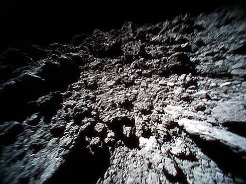 ローバー「ミネルバ2」が撮影したリュウグウ表面