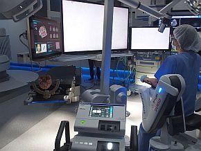 メディカロイドが開発したロボティック手術台
