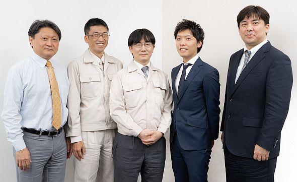 左から、ブラザー工業の亀山氏、松野氏、井上氏、アビームコンサルティングの田渕氏、橘氏
