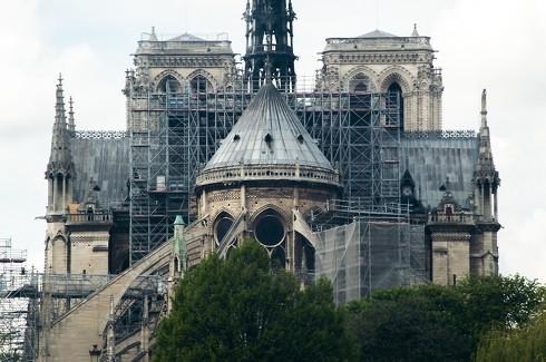 改修工事に向けて足場が設置されたノートルダム大聖堂の様子(火災発生前)
