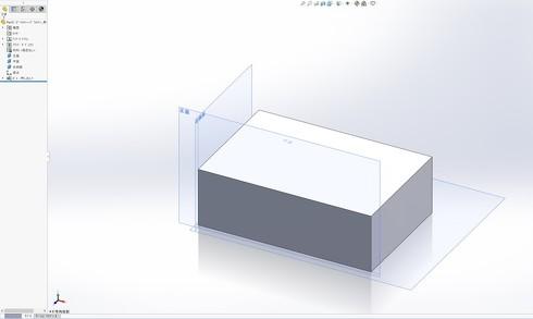 図4 「SOLIDWORKS」で直交3平面を基準に矩形形状モデルを描いた例