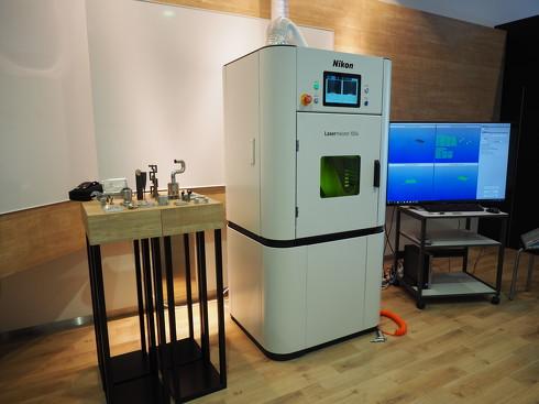 ニコンの光加工機「Lasermeister 100A」