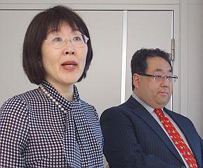 IDC Japanの小野陽子氏(左)と菅原啓氏(右)