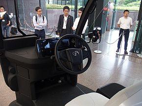 「APM」の運転席