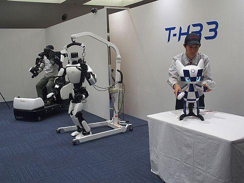 マスコットロボットから「T-HR3」に動きや力を伝達するイメージ