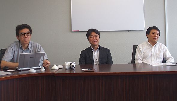 左から、カシオ計算機の青木信裕氏、小甲大介氏、大塚浩一氏