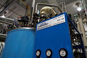 ヘリウム液化機1号機