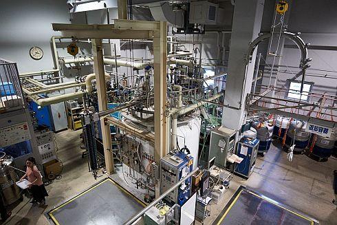 東大物性研のヘリウム液化施設