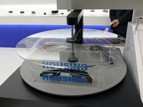 「1ロータリー一体式120°旋回成形システム」のイメージ展示