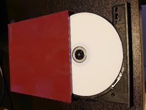 図16 トレーを出した状態でディスクをパッチッとはめる