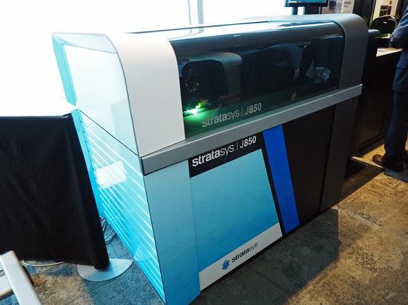年次イベント「ストラタシス 3Dプリンティングフォーラム 2019」の会場で披露された「Stratasys J850」