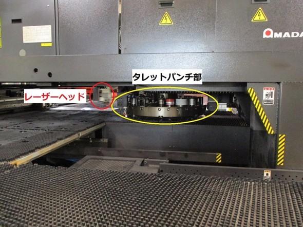 図7 レーザー加工機のタレットパンチ部(右)とレーザーヘッド(左)