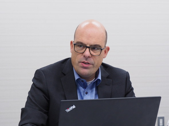 ダッソー・システムズの電磁界ソリューションについて解説するダッソー・システムズ SIMULIA R&D戦略担当ディレクターのPeter Hammes氏
