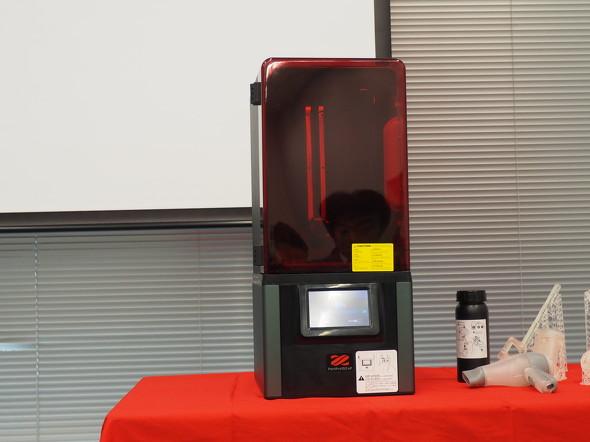 デスクトップ型の産業用途向け光造形(SLA)方式3Dプリンタ「PartPro150xP」